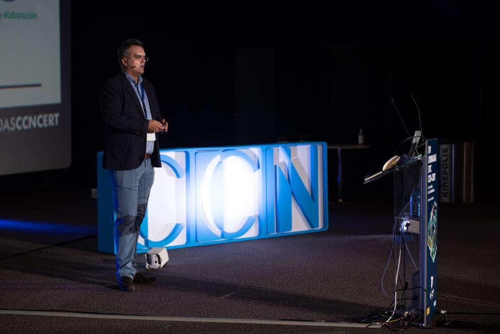 """""""El objetivo final de IntelCon 2021 es que cada participante salga satisfecho y con sólidos fundamentos principales cubiertos tras el evento."""" Entrevista a Iván Portillo y Wiktor Nykiel."""